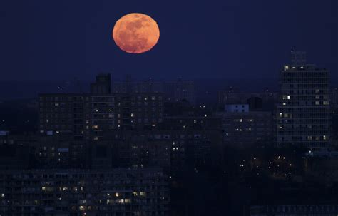 Super Moon To Provide Spectacular Treat [PHOTOS and VIDEO]